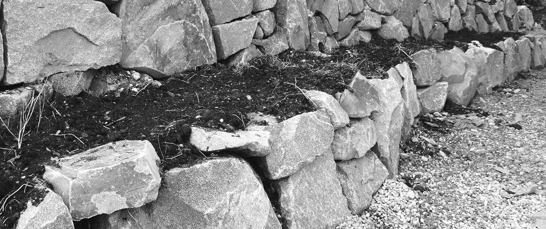 Naturstein-Steinmauer-Bagger-Aussen-1